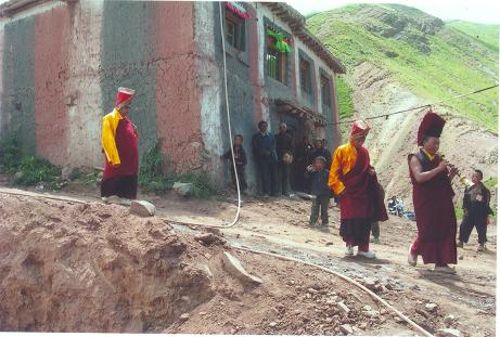 Weaken mud walls of Rinpoche's residence building